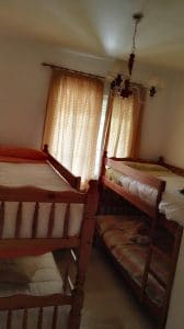 Dormitorio 1 con dos literas, ideal para niños.